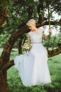 Bride in the Garden/hearing daily and in detail